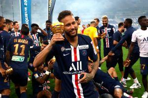 VIDEO: ¡Qué clase! Neymar demuestra cómo se debe patear un tiro libre