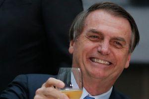¿Presidente de Brasil cargó a hombre con enanismo pensando que era un niño?