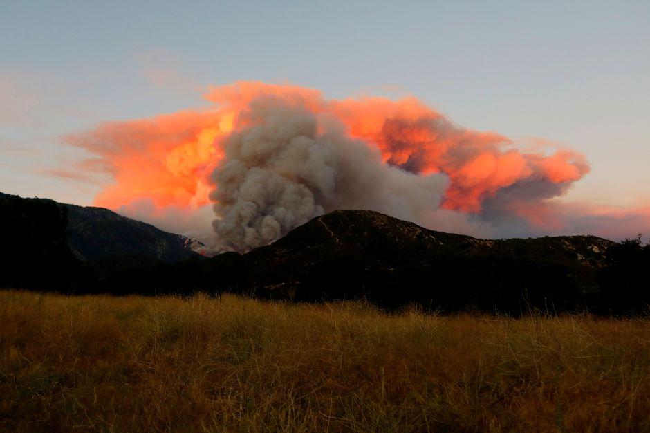 Fotos: Casi 8,000 evacuados por incendio en el sur de California que ha destruido más de 20,000 acres