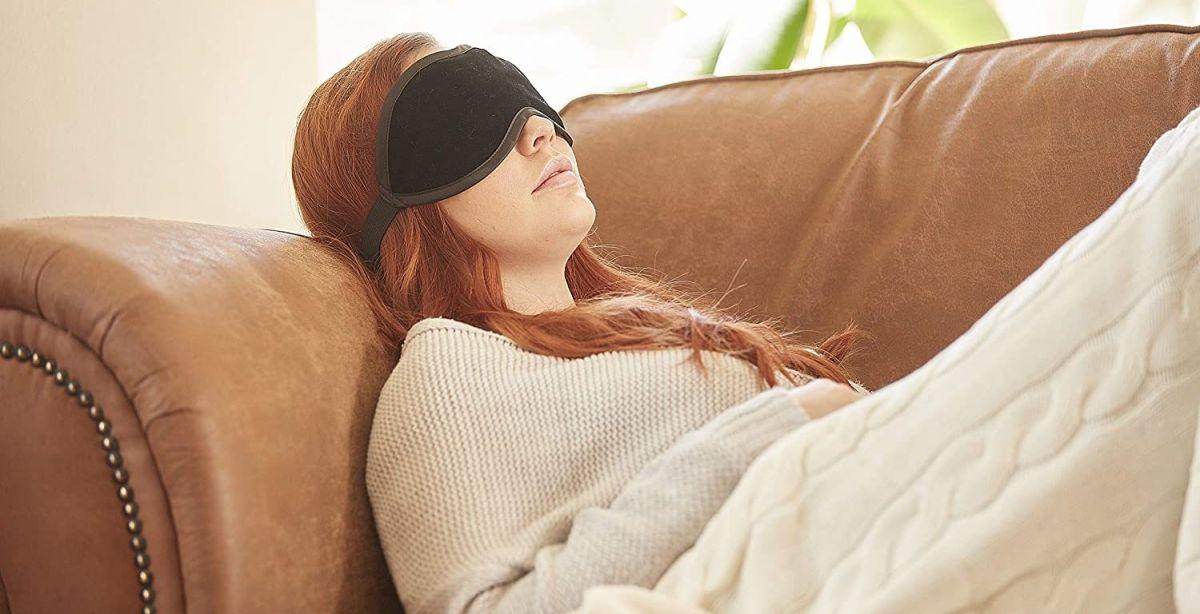 ¿Trabajas hasta tarde? 4 productos con los que podrás eliminar la hinchazón de tus ojos