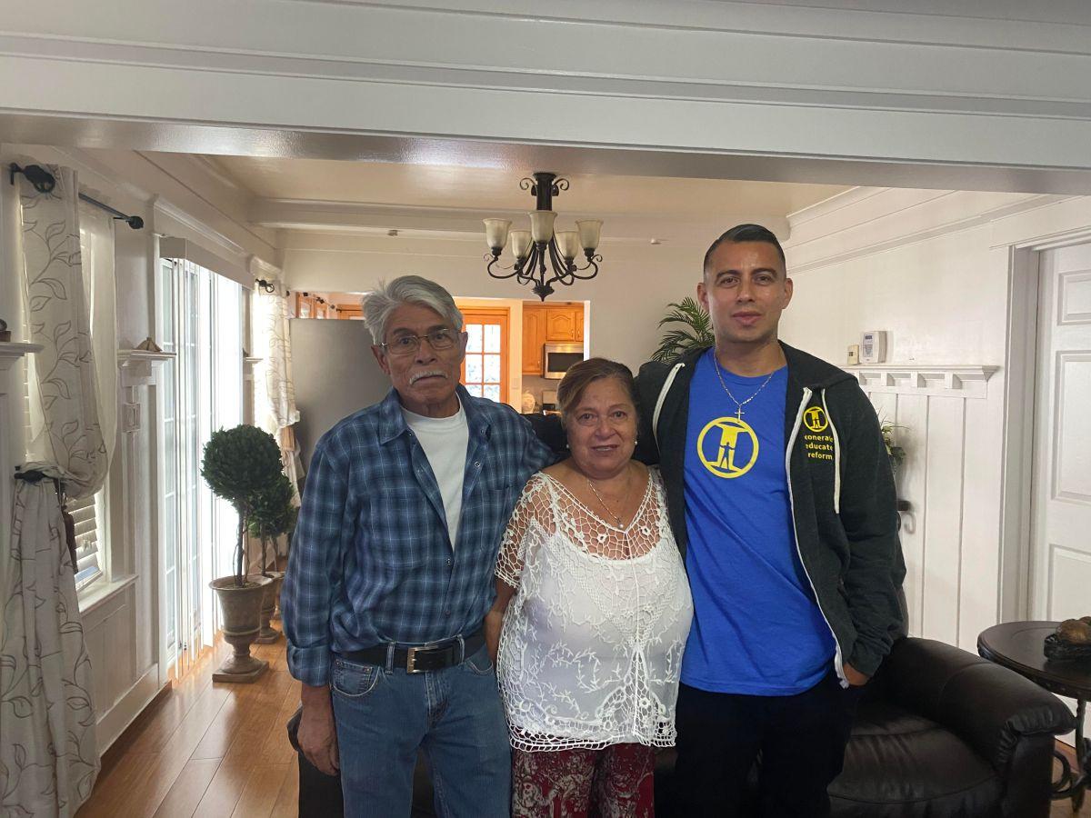 Arturo Jiménez se reúne con sus padres. (Cortesía Arturo Jiménez)