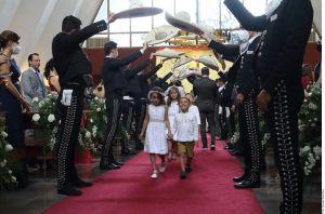 """Así fue la boda de Camila Fernández: """"El Potrillo"""" cantó a los novios"""