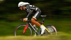Motocicleta arrolla al ciclista colombiano Carlos Quintero