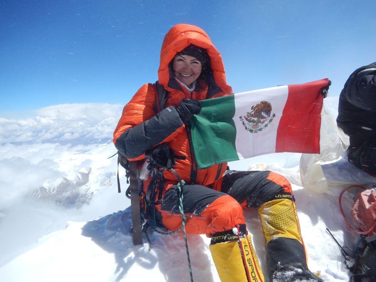 Viridiana Álvarez en la cima del Monte Everest en 2017.