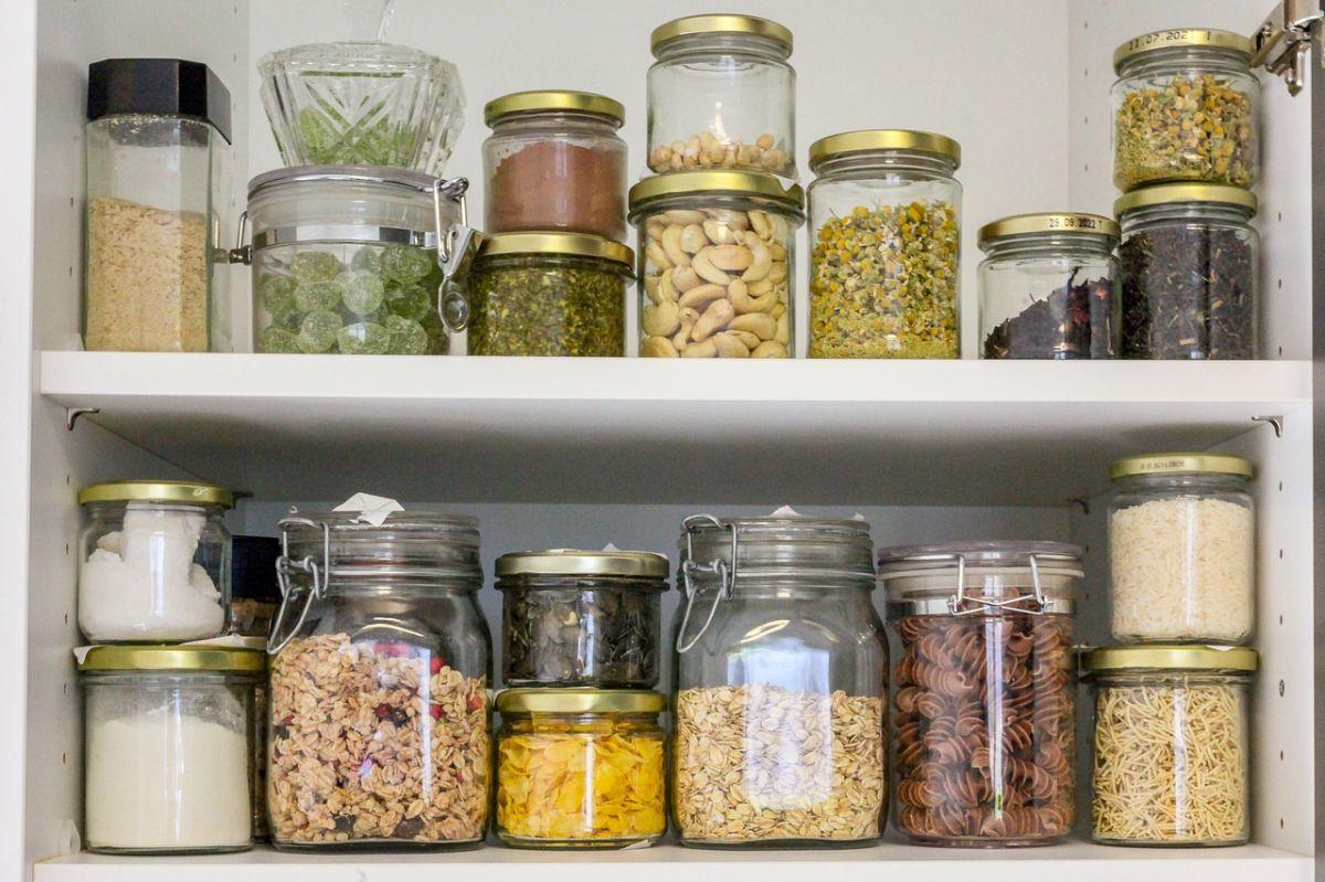 10 alimentos que nunca debes guardar en la despensa
