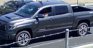 Descubren el cadaver de una mujer asesinada en Anaheim durante un choque en San Diego