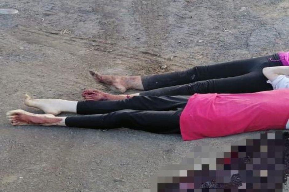 FOTO: Con tiro de gracia en la cabeza, matan a mujer y a niña; las dejan en desolada carretera