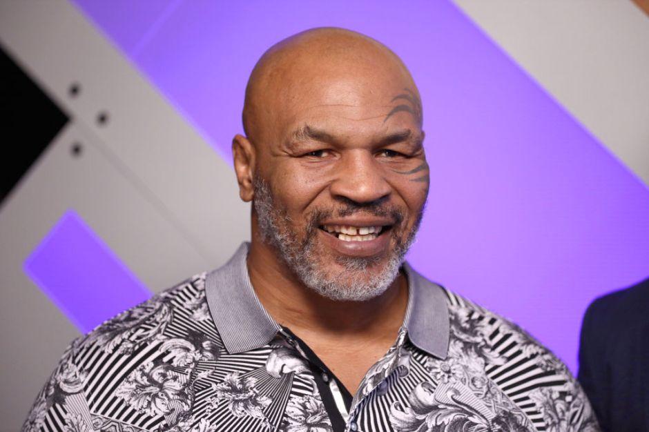 """VIDEO: Mike Tyson """"noquea"""" a tiburón acariciando su nariz bajo el agua"""