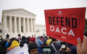 Activistas buscan detener en corte restricciones para 'dreamers' impuestas por Trump