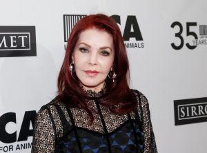 Priscilla Presley vende la mansión de Beverly Hills a la que se mudó tras su divorcio de Elvis