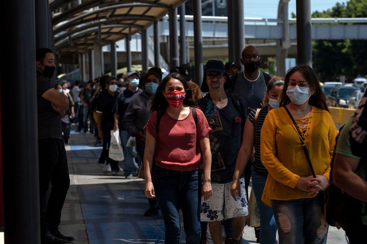 Trump estudia negar entrada a estadounidenses sospechosos de tener coronavirus