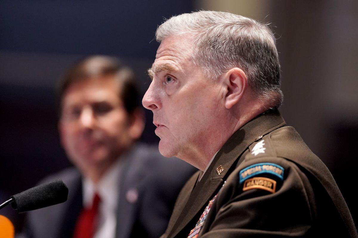El general Mark Milley (d) y el secretario de Defensa Mark Esper en una audiencia de la Cámara el 9 de julio de 2020.