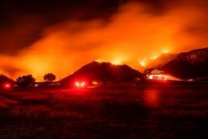 Incendio Apple en el Condado Riverside crece de 2,000 a 12,000 acres durante el sábado