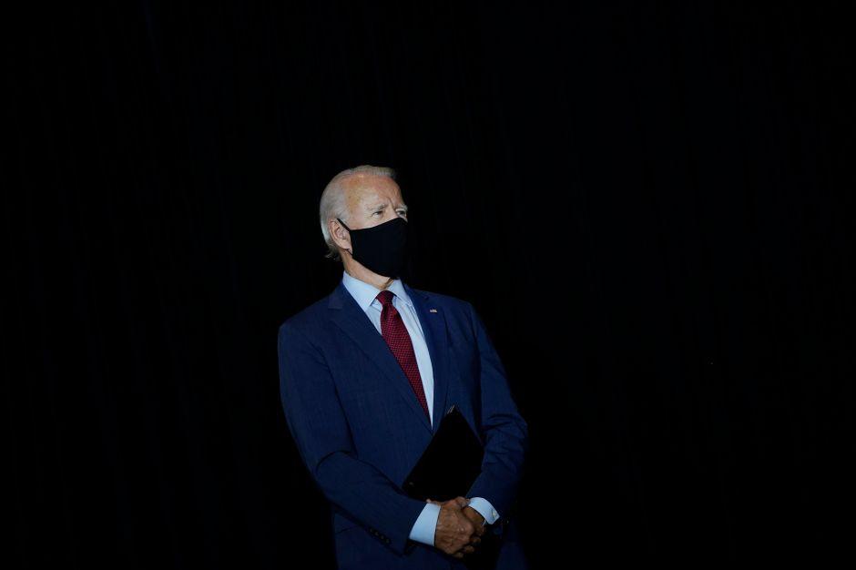 Biden pide orden federal que obligue a llevar mascarilla en todo el país