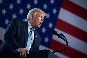 """Trump dice que México pagará el muro fronterizo con """"peaje"""" a vehículos e """"impuestos"""" a remesas"""