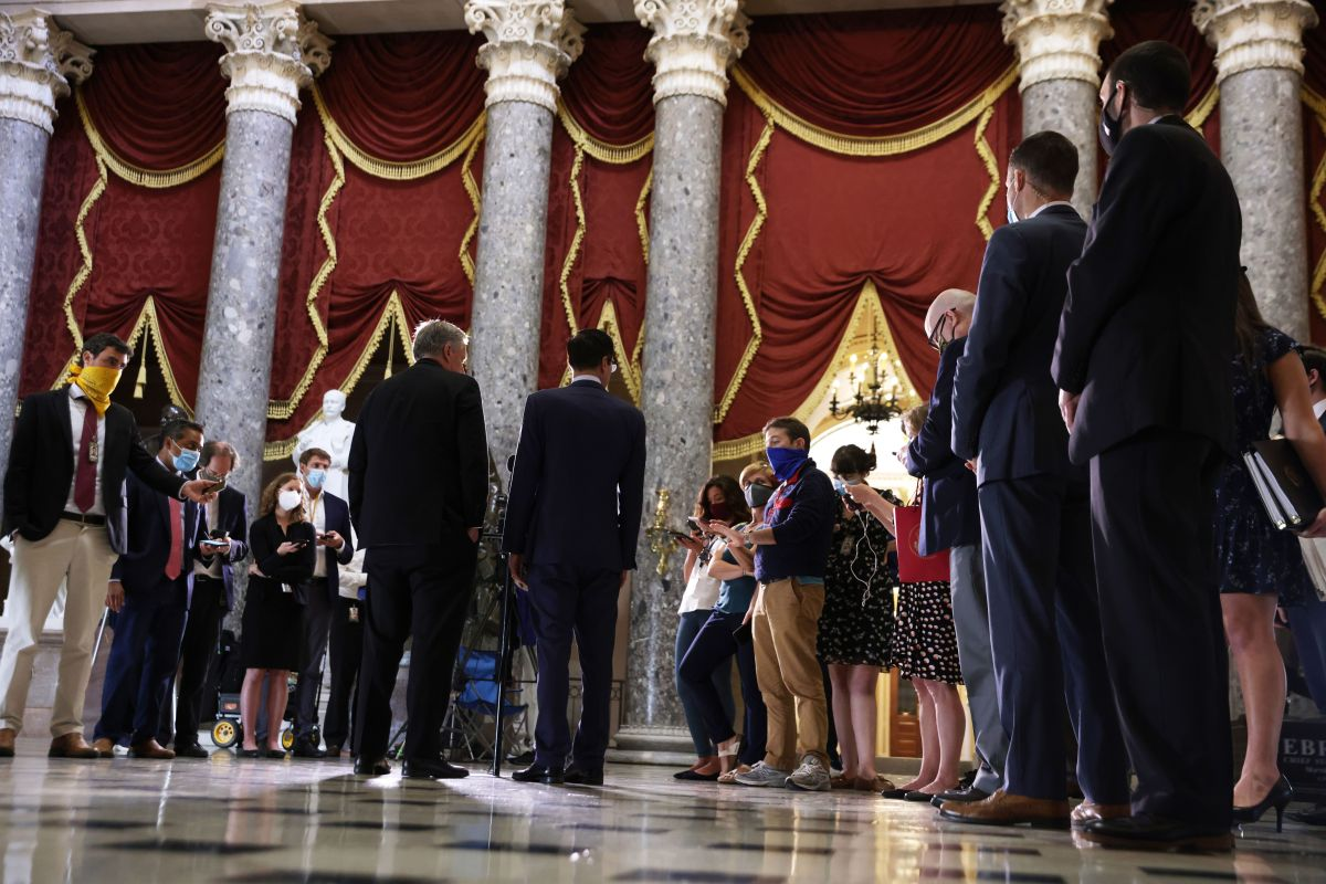 Tanto demócratas como republicanos solo coinciden en entregar un segundo cheque de estímulo.