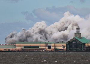 Incendio en planta química de Louisiana tras paso de huracán Laura