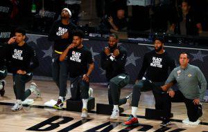 LeBron James le rinde homenaje a Chadwick Boseman en los playoffs de la NBA