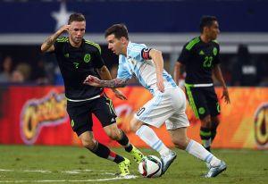Miguel Layún quiere que Messi juegue en Monterrey... ¡y le está buscando casa!