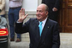 Rey Juan Carlos abandona España acosado por escándalo de corrupción