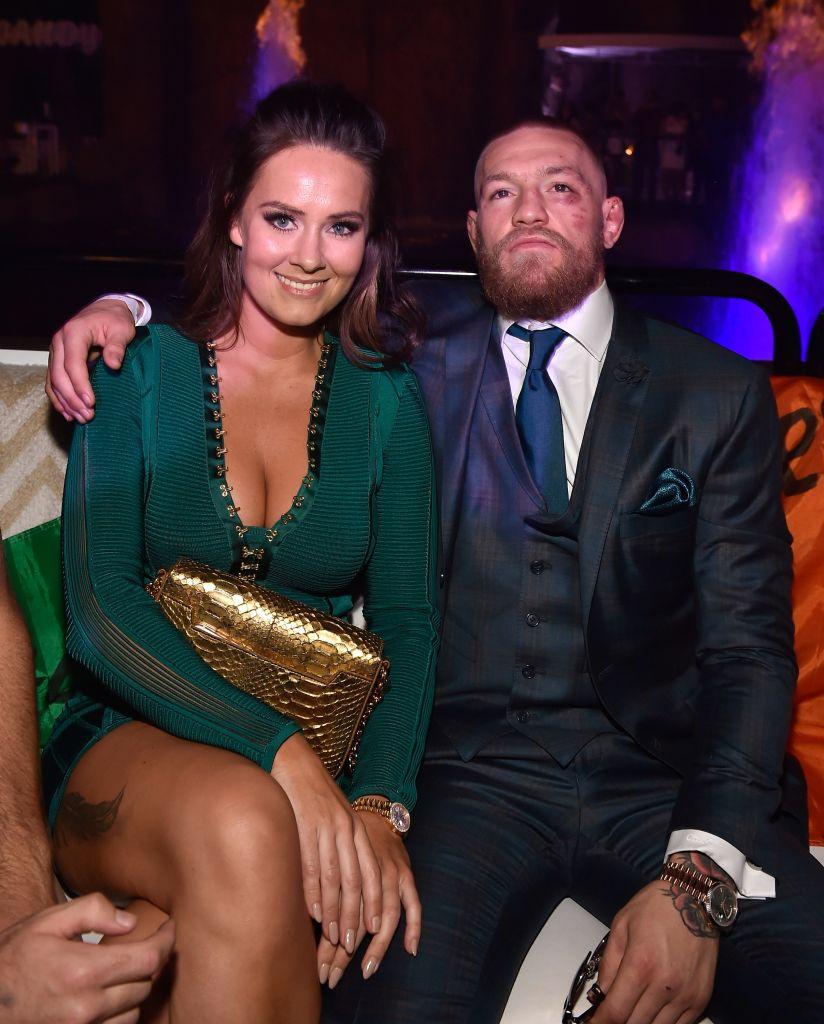 Conor McGregor le pide matrimonio a su pareja, quien presume el anillo de compromiso