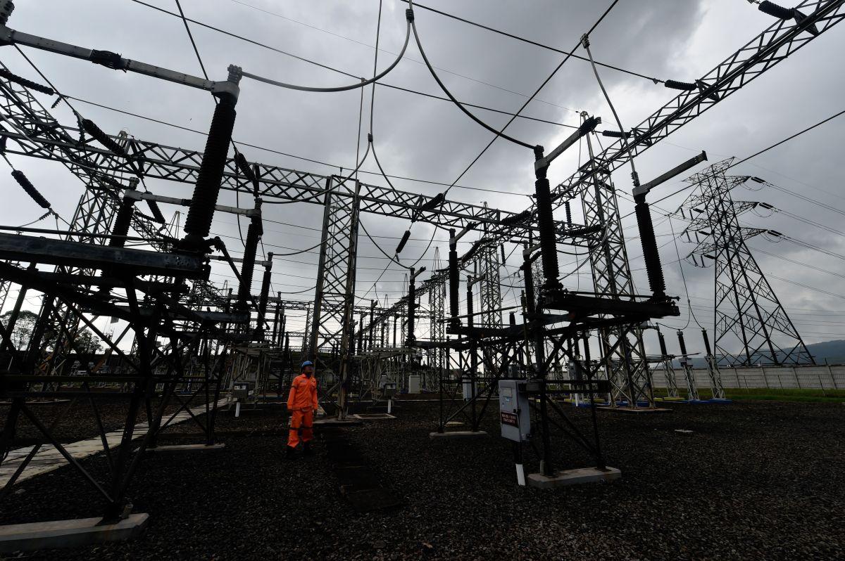 Gobernador de California ordena una investigación sobre las fallas y proclama emergencia eléctrica