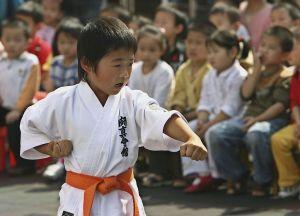 VIDEO: ¿El nuevo Bruce Lee? Niño de 10 años sorprende con su habilidad para las artes marciales