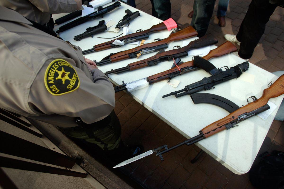 Otra denuncia: Alguacil del Sheriff de Los Ángeles dice que hay una violenta pandilla dentro de la estación de Compton