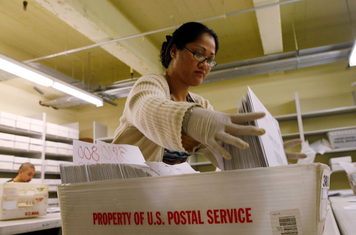 Millones de electores votaron por correo en las primarias.