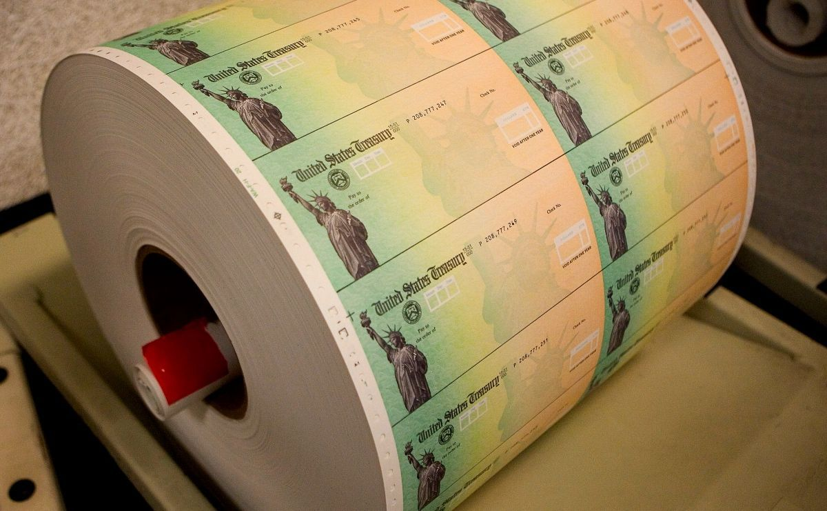 IRS anuncia que enviará 50,000 cheques de estímulos el próximo mes