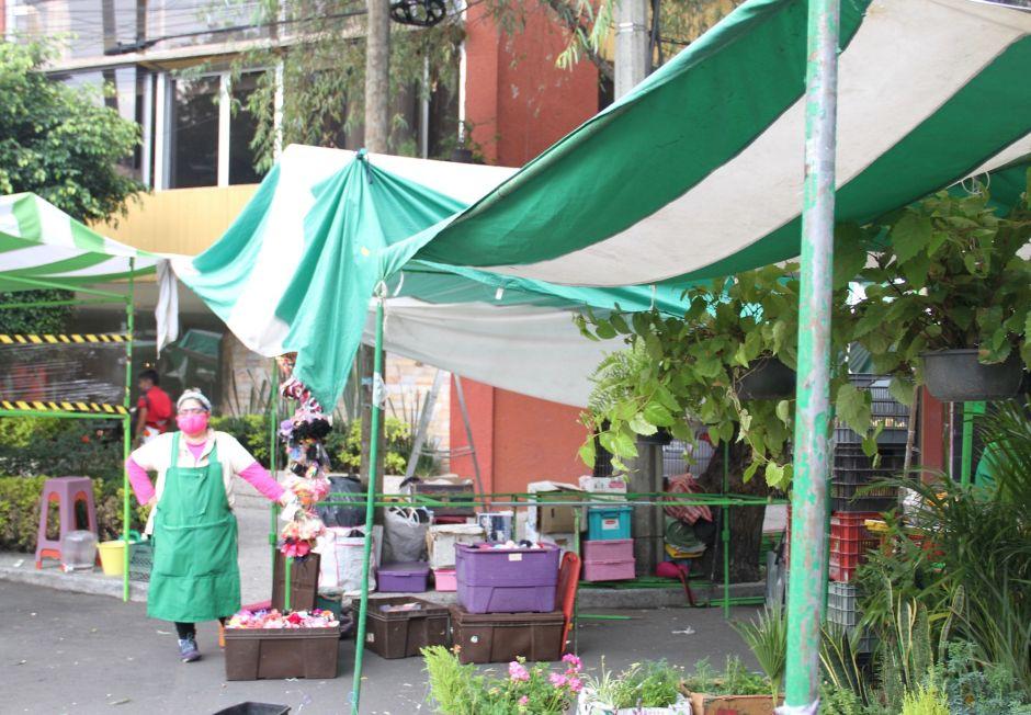 Mercado ambulante en la calle de Campeche, en el municipio de Cuauhtémoc, CDMX.