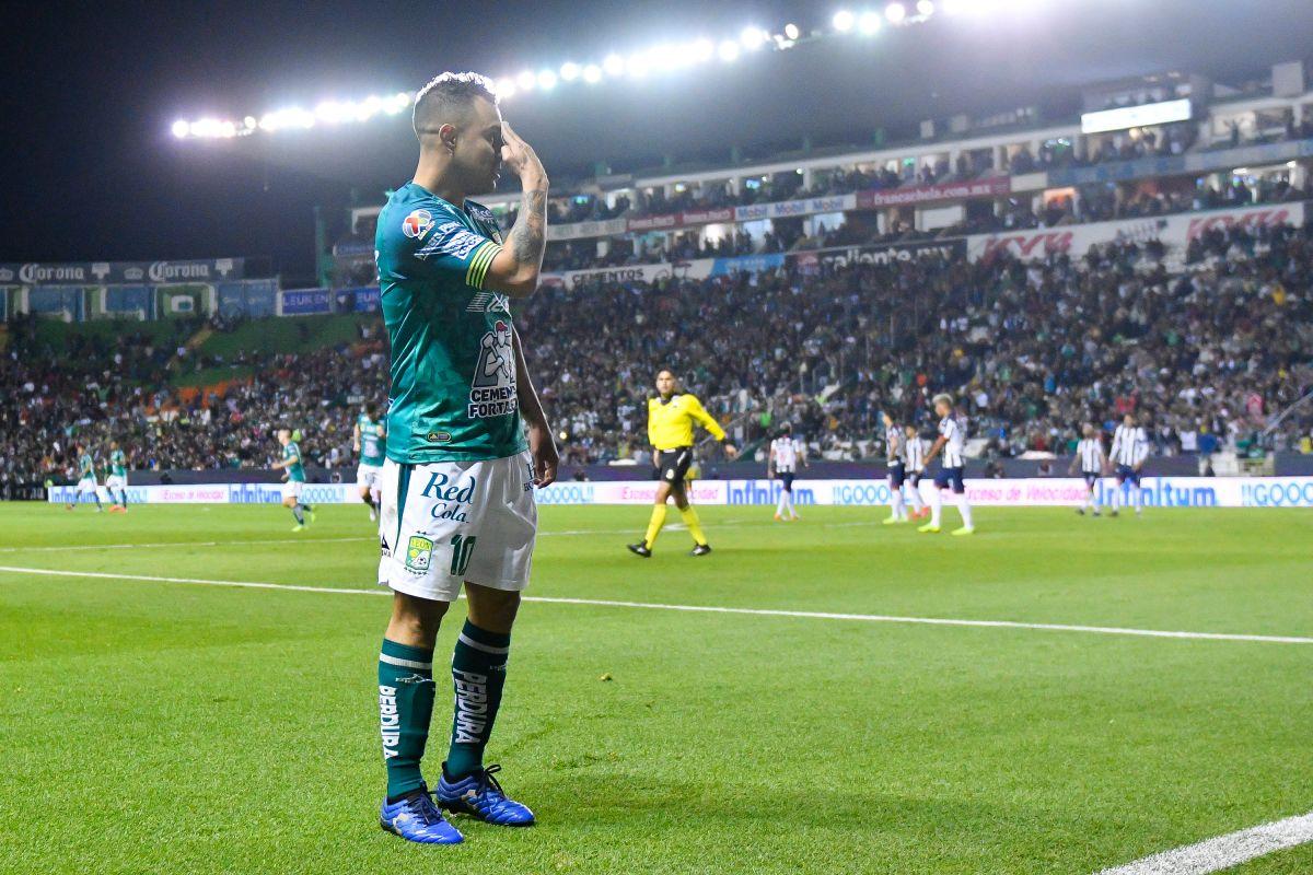 Luis 'Chapito' Montes festejando un gol con León.