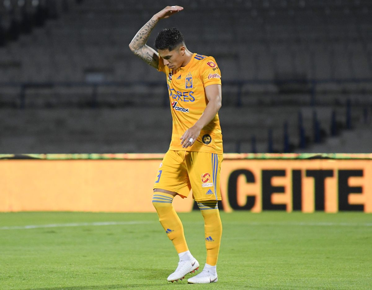 Aficionados de Tigres están hartos de Carlos Salcedo y piden que se vaya