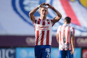 ¡Chicotazo! Chivas ganó con golazos en el debut de Vucetich