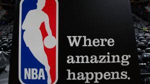 La NBA despide al fotógrafo Bill Baptist que llamó prostituta a Kamala Harris