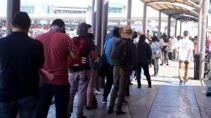 Reportan hasta 12 horas para cruzar la frontera entre Tijuana y Estados Unidos