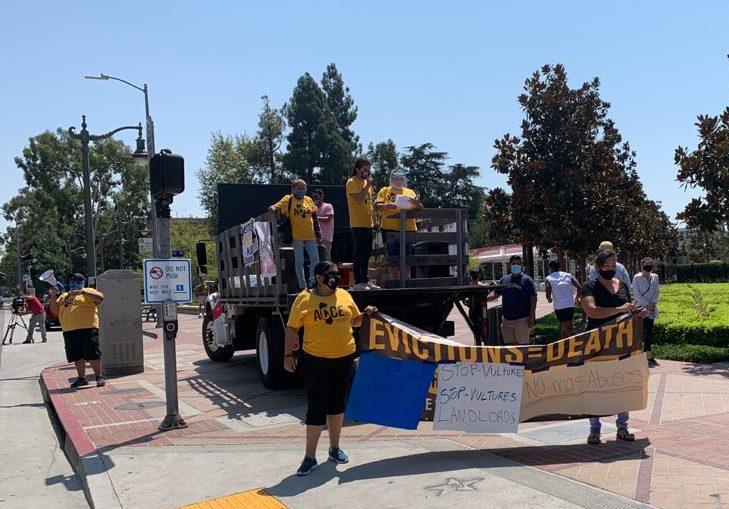 Marchan en la Universidad del Sur de California.