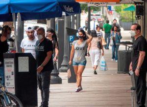 Los alcaldes del sur de la Florida quieren seguir sancionando a quienes no lleven mascarilla