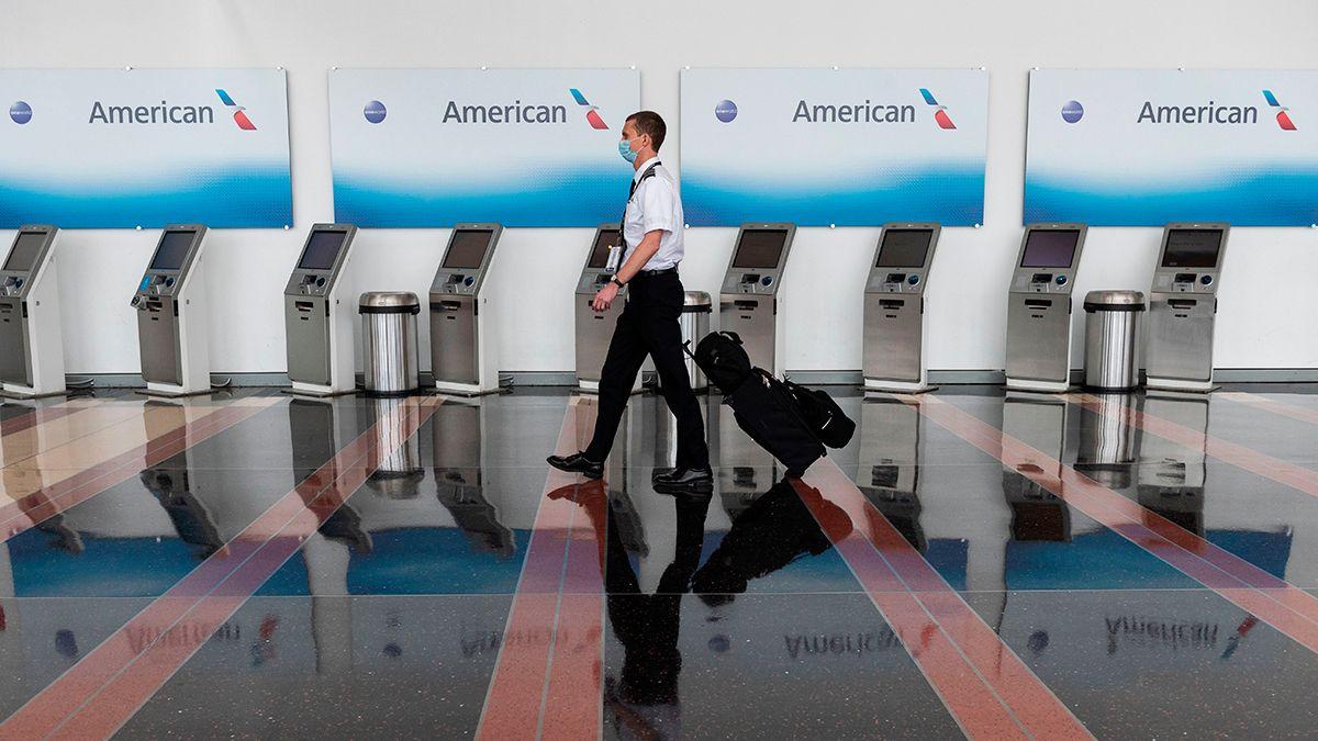 Varias aerolíneas se han visto obligadas a suspender o despedir a buena parte de su personal.