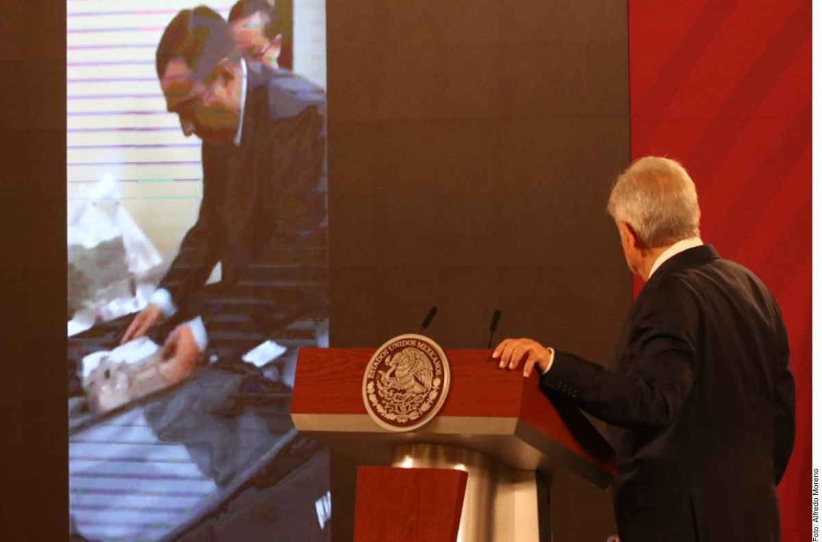 """Video de soborno muestra la """"inmundicia"""" del pasado, denuncia López Obrador"""