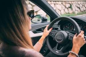 Mujer en Tennessee recibe licencia de conducir con una foto que no corresponde