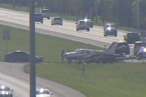 Avión en problemas aterriza en medio de autopista en Minneapolis