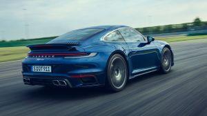 Menuda estafa: Hombre en EEUU compra un Porsche con un cheque falso impreso en su casa