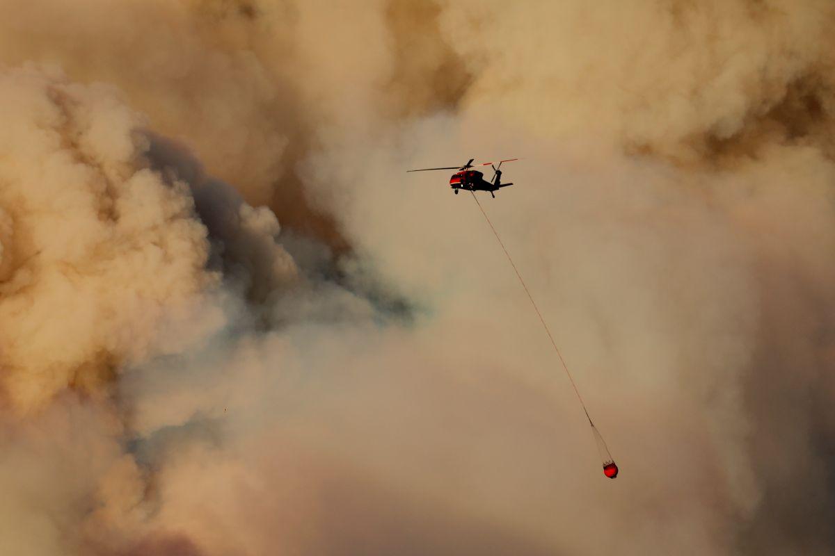 Nuevo incendio forestal avanza rápidamente en Santa Clarita
