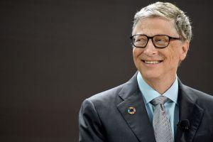 Bill Gates dice que la crisis del coronavirus podría terminar a fines de 2021 para los países más ricos. El resto del mundo deberá esperar más