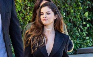 Video: Selena Gómez pierde fuerza en las manos debido al lupus que padece