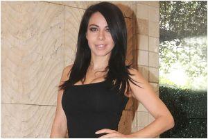 Con un body nude de corte alto, Jimena Sánchez deja al descubierto sus exuberantes caderas