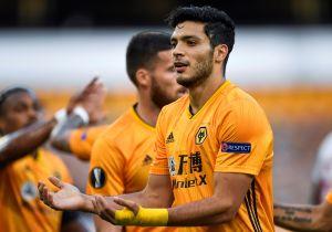 Afición del Wolverhampton le ruega a Raúl Jiménez para que se quede en el equipo