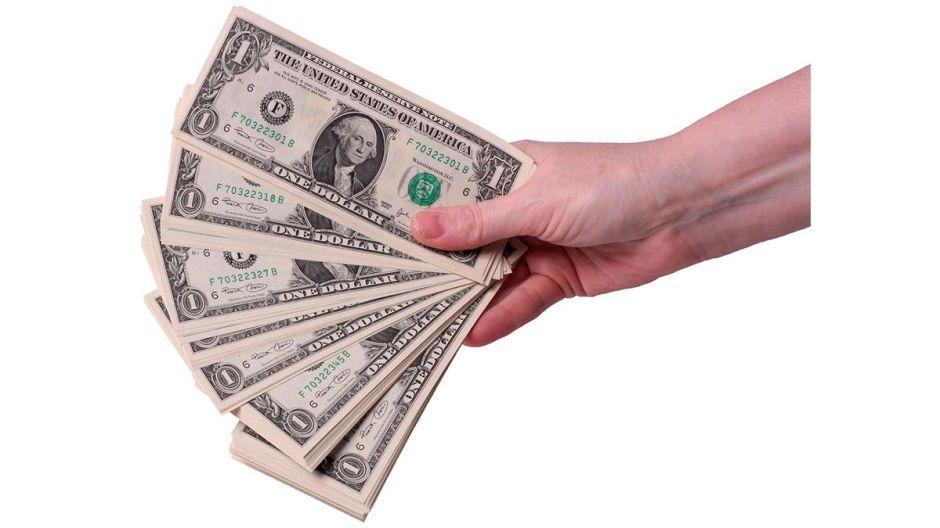 El IRS aún podría deberte $500 dólares de tu cheque de estímulo. Te decimos cómo pedirlos