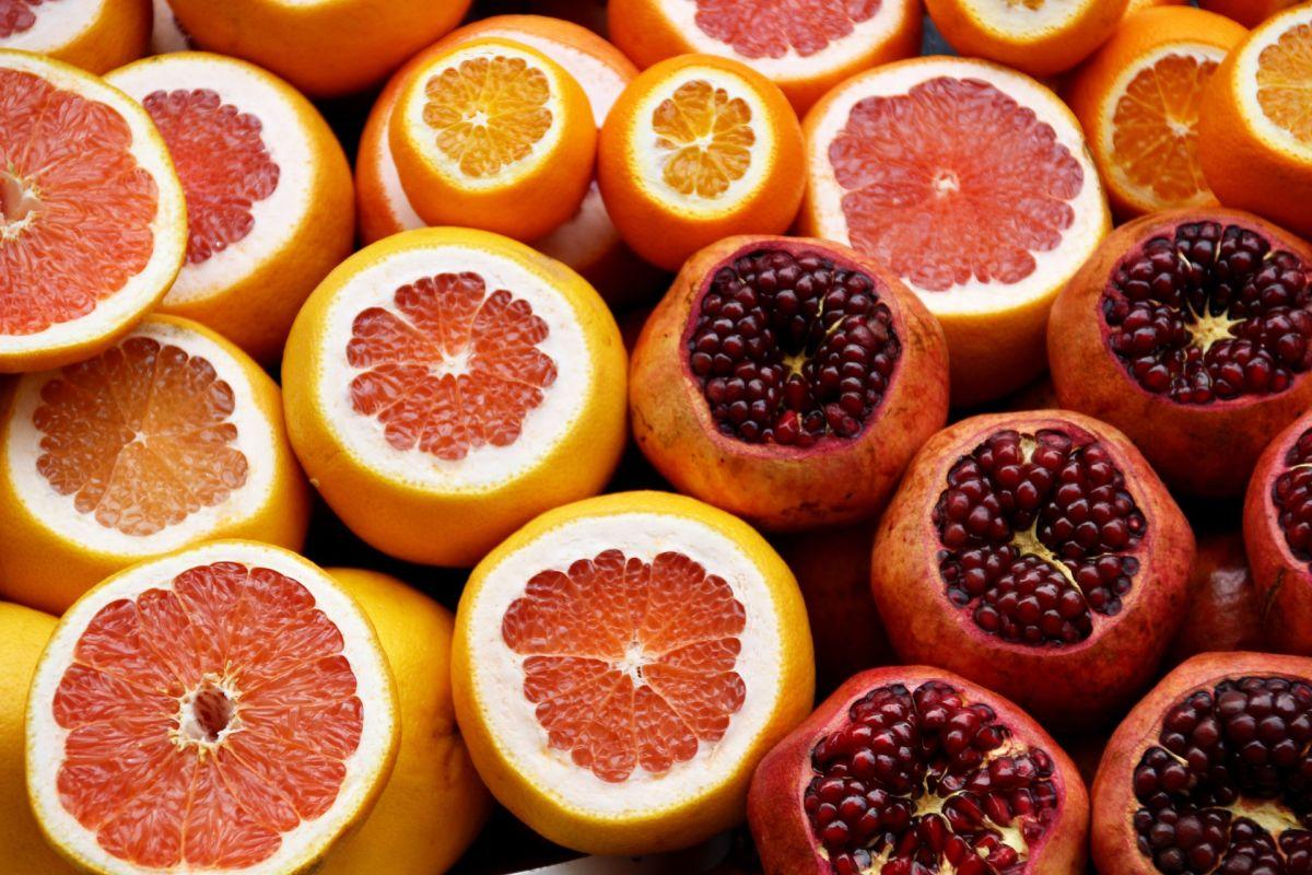 Integrar el consumo de cáscara de naranja es un gran hábito alimenticio. Es rica en nutrientes, fibra y antioxidantes.